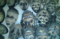 Tallas máscaras bronce y collares