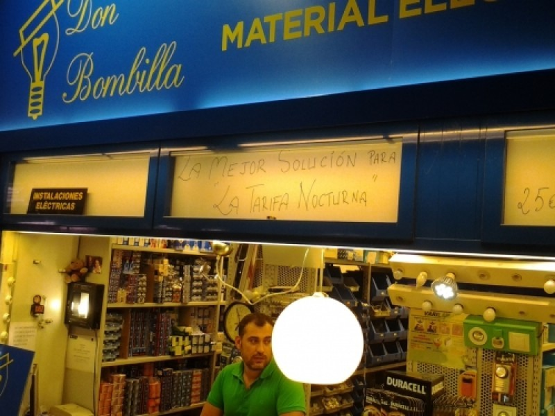 Don Bombilla, electricistas
